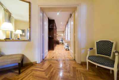 Spacious light apartment in on of the best districts of Barcelona